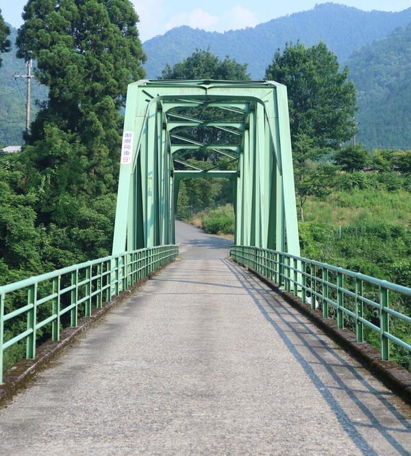 珍しい緑の橋