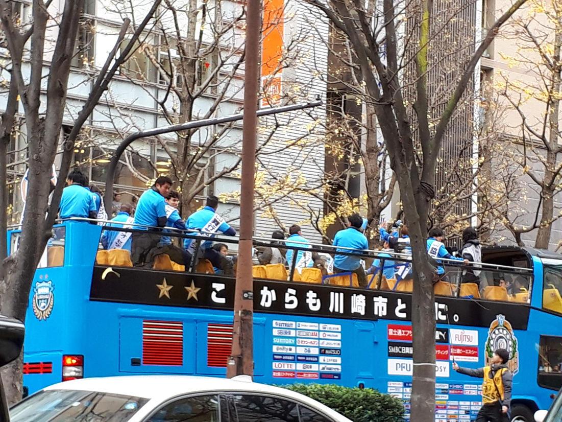 2018年の川崎駅前で開催された優勝パレード