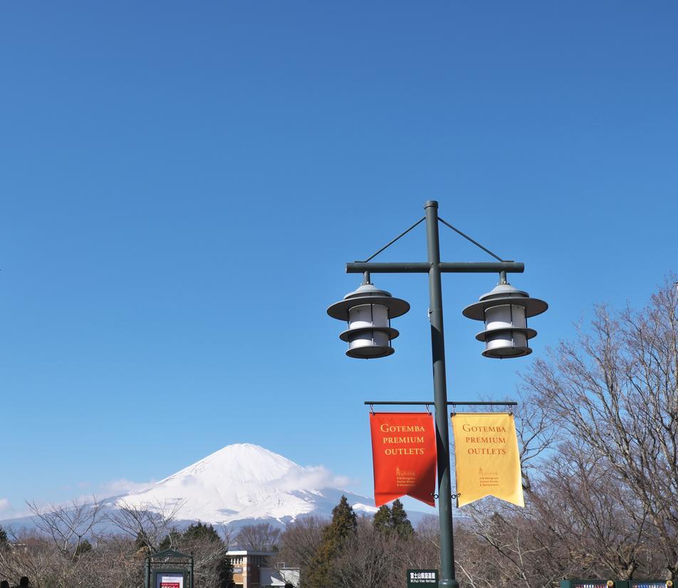 アウトレットから見える富士山