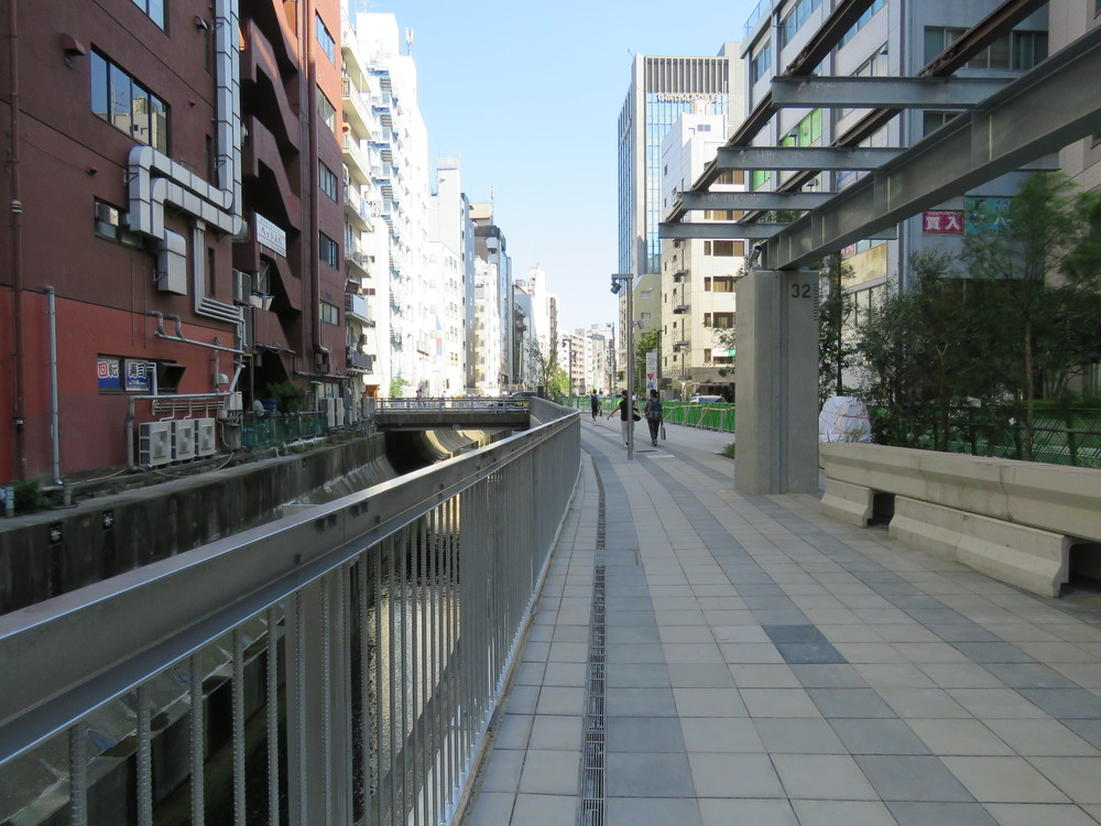 渋谷川沿い(渋谷から代官山方面へ)