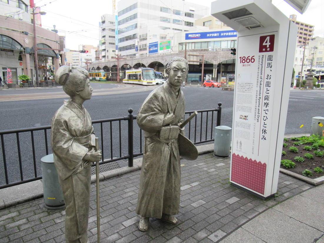 龍馬とおりょうの銅像