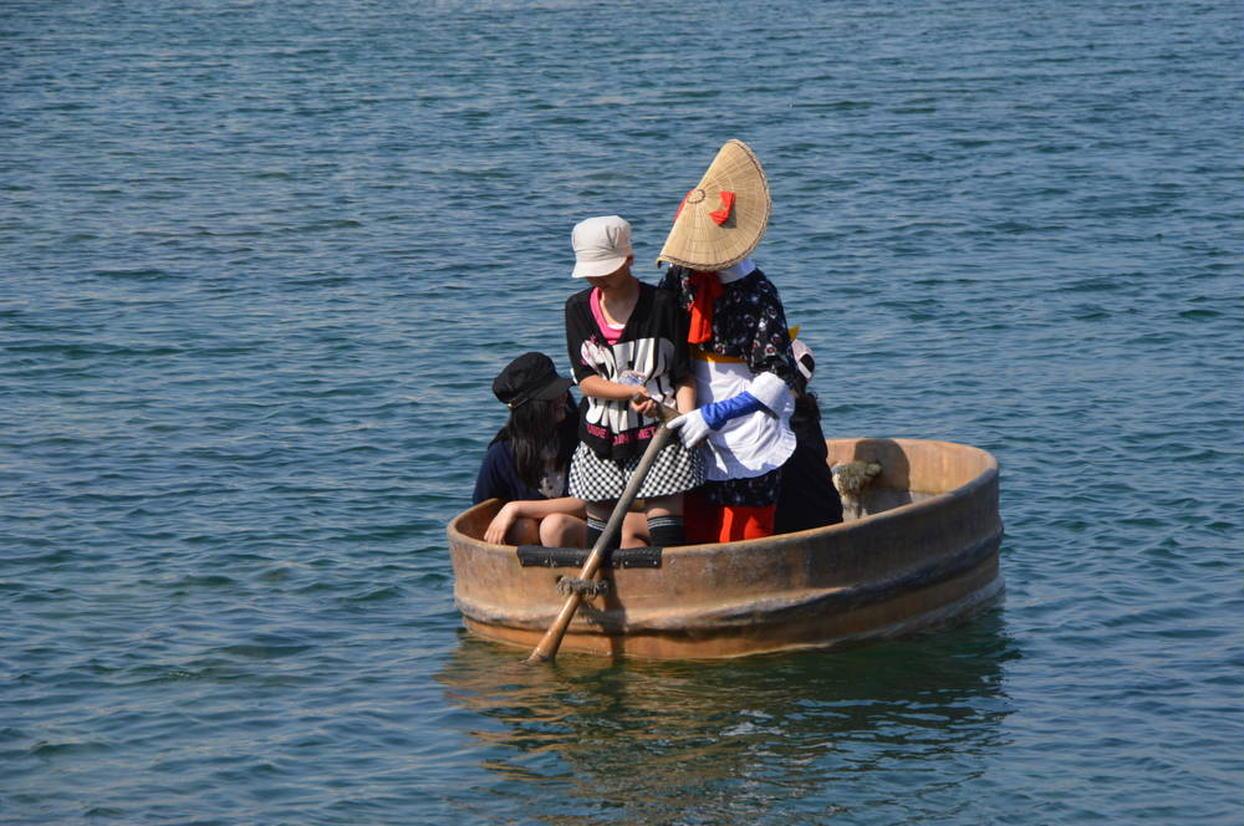 佐渡小木海岸のたらい舟
