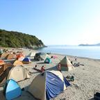"""和歌山県の無人島「地ノ島」での野外シネマフェス!""""手ぶらでOK""""キャンプをしながらGWを楽しむ"""