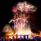 イルミネーション&マッピングショーで光の世界を楽しめる!期間限定で冬の夜空を彩る花火とのコラボレーションも