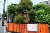 三郷橋の丸木舟と祠