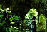 神秘的な鍾乳洞の洞窟で、ゼロになる