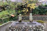 軽皇子と妹の軽大郎女の墓と伝わっている