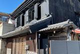 旧・桔梗屋の文庫蔵・店蔵・主屋(国登録有形文化財)