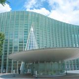 【国立新美術館の楽しみ方完全ガイド】建築と企画展を楽しむアートスポット!
