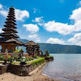 【インドネシア観光スポット紹介】人気の定番スポットから人気のビーチ、グルメスポット情報