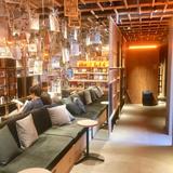 話題の【BOOK AND BED TOKYO 新宿】体験レポート!泊まれる本屋の宿泊 デイタイム 値段情報満載