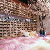 【インスタ映え】120万枚の桜の花びらに埋もれるチルアウトバー!渋谷で5日間限定初開催