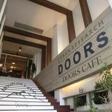 DOORS CAFE