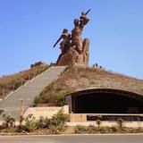 アフリカ・ルネサンスの像