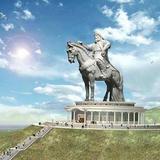 エレデネ村(チンギスハーン銅像と複合施設)