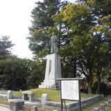 前田正甫の銅像