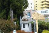 太田左近像 小山塚碑