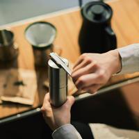 お部屋にコーヒー豆・ミル・ドリッパーのセットを設置