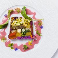 フォション特製 夏野菜のテリーヌ ハーブのジュレ ビーツのビネグレット イメージ
