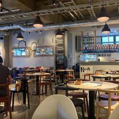 カフェ エトランジェ・ナラッド (Café Etranger Narad)
