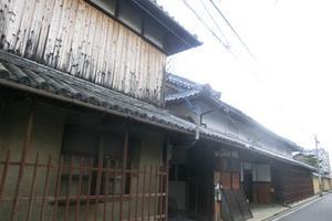 地酒を味わい、江戸時代に栄えた宿場町・山中宿の街並みを楽しむ