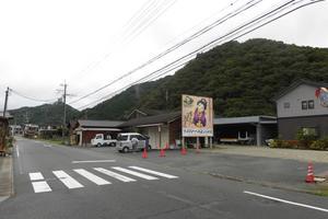 行列のできるお店がここにあり。巻き寿司がうまい!