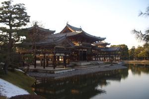 10円玉でおなじみの平等院鳳凰堂。京都の宇治もええとこ。