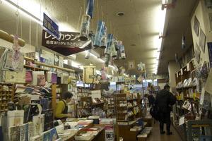 """鳥取の小さな街角書店""""定有堂""""は全国の書店員の聖地なんです。"""