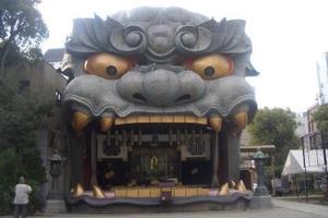 大阪ミナミに巨大獅子が出没!なんばパークスから湊町
