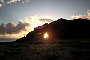 久米島女性の家出旅③「女性岩」のパワースポットで、子宮を感じる朝ヨガ