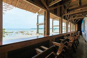 沖縄🌺ビーチ沿いおしゃれランチ&カフェ特集!沖縄の青い海を眺めながら絶品グルメ🍽