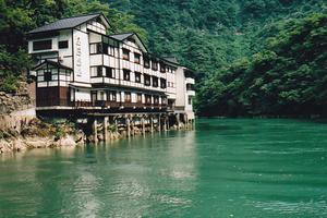 船でしか行けない秘境の一軒宿 富山