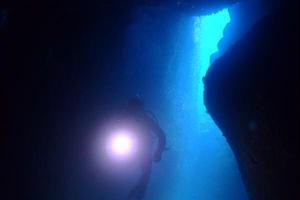 プチ宮古島⁉︎都心から日帰りも可能な海底洞窟ダイブ…雲見‼︎