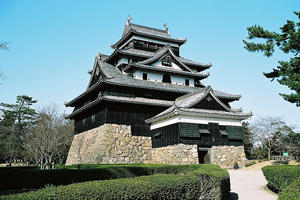 季節に合わせて松江城!