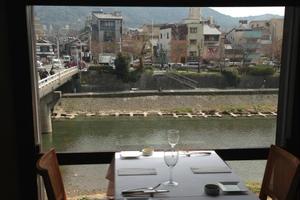 鴨川をのぞむ京野菜イタリアン&アンティークカフェ♪