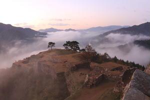 日本でマチュピチュに出合う…雲海の竹田城跡で美し過ぎる日本を体感