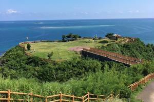 沖縄本島  南部の旅。レンタカーにて、食べながら、景色、歴史、文化と、買い物を。