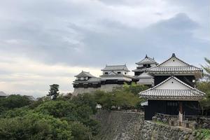 現存12天守の松山城を中心に楽しみきる!