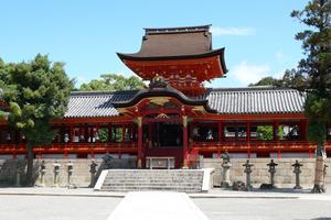 源頼朝から松下幸之助まで、有名武将や偉人たちが崇敬した石清水八幡宮を訪ねる。