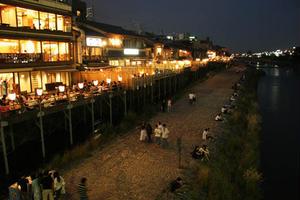 京都の絶品テイクアウトグルメを鴨川で食す♪