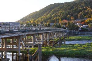 朝、京都の嵐山から奥嵯峨を歩く