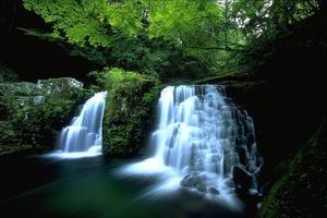 赤目四十八滝  渓谷美を愉しむ大人旅