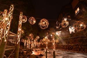 竹あかりと星空。自然の灯りを愛でる黒川温泉への旅
