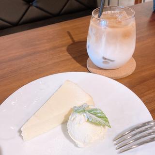 Cafe A.P.O.L