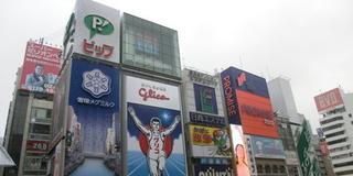 道頓堀と法善寺横丁を闊歩。くいだおれのまち大阪の日常