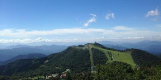 雲に手が届く?茶臼山高原で青空と緑に包まれてみませんか?