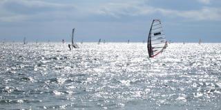 ウィンドサーフィンを眺めながら・・・。逗子海岸の休日散策。