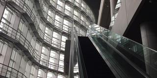 国立新美術館と東京駅新丸ビル&スカイバス