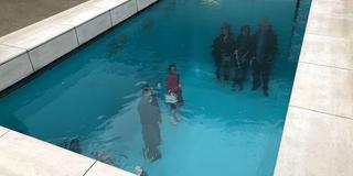 プールの底で記念撮影!?〜21世紀美術館を中心に金沢を満喫〜