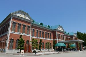 国内最大級の自動車博物館と温泉とソースカツ丼